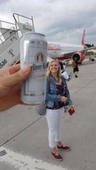 Kerstin am Flughafen