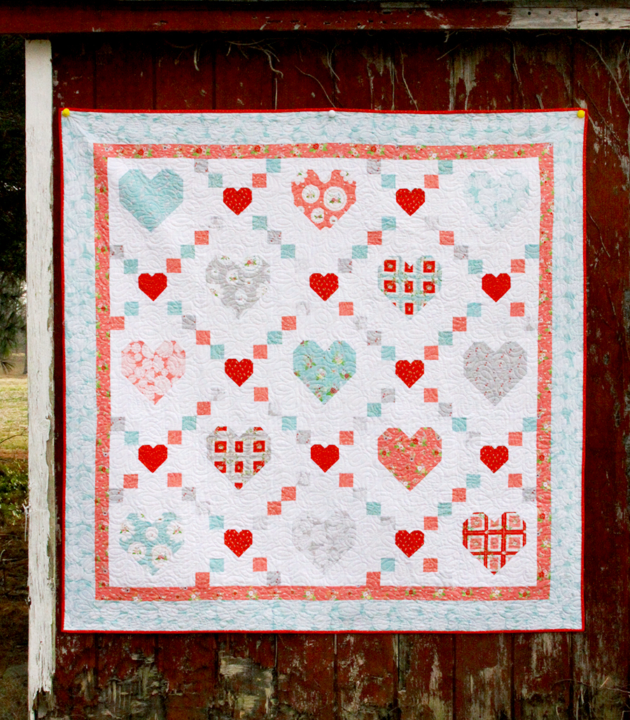 2019 Top Ten Quilting and Sewing Projects! by popular Tennessee quilting blog, Flamingo Toes: image of a hearts and kisses quilt.