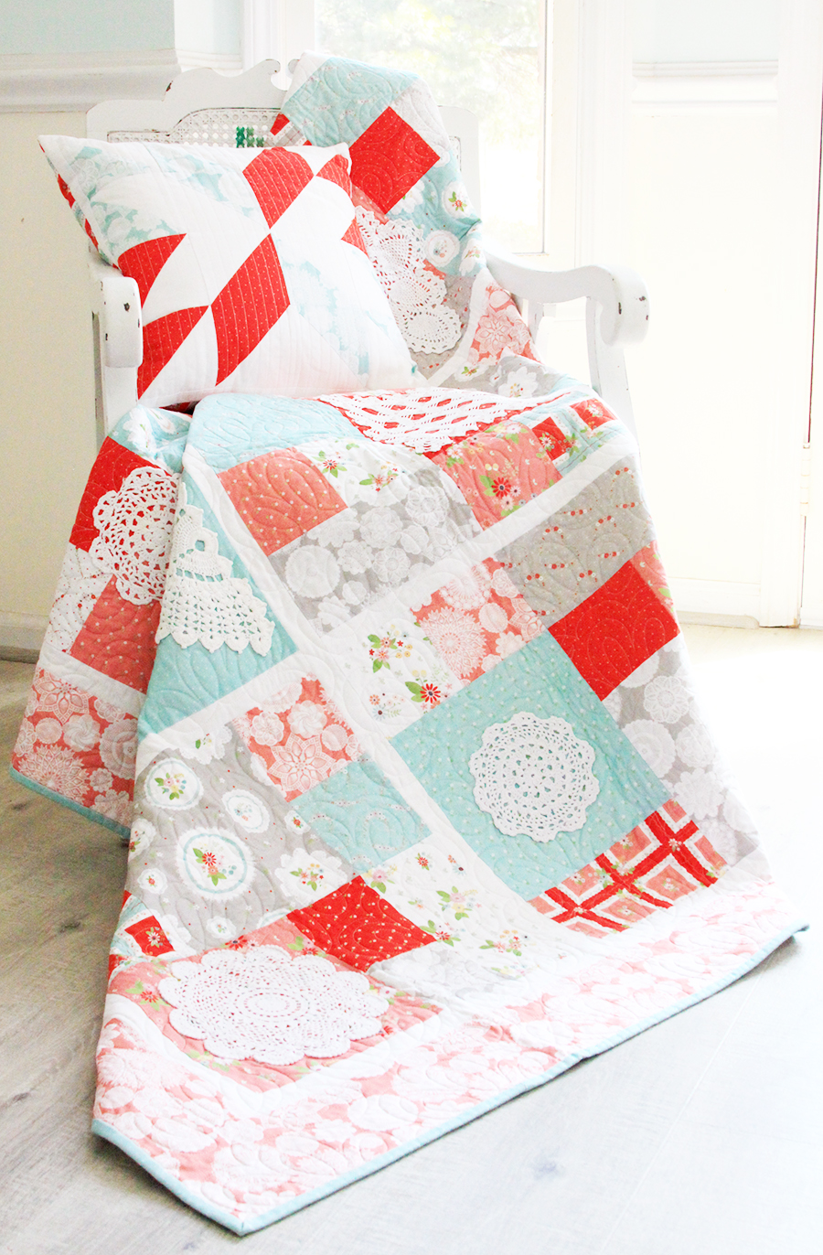 2019 Top Ten Quilting and Sewing Projects! by popular Tennessee quilting blog, Flamingo Toes: image of a vintage doily keepsakes quilt.