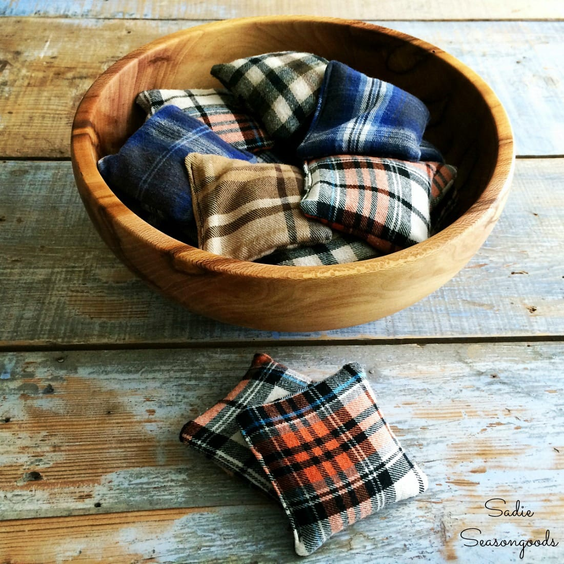 Flannel Sewing Projects featured by top US sewing blog, Flamingo Toes: flannel hand warmers