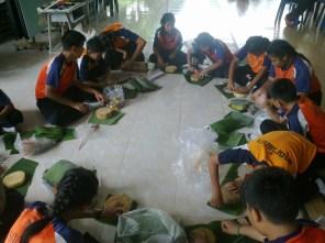 kids making Krathongs