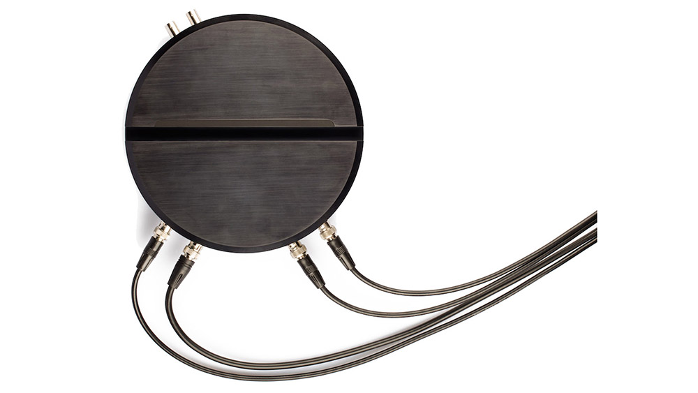 Flash Photonics Liquid Instruments Moku:Lab Black from Above