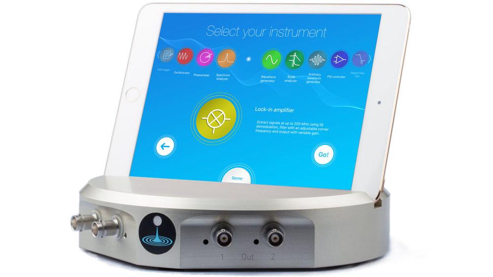 Flash Photonics Liquid Instruments Moku:Lab with iPad