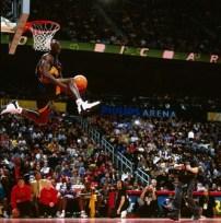 Jason Richardson, son dunk gagnant en finale du concours de dunk 2003 (c) Getty