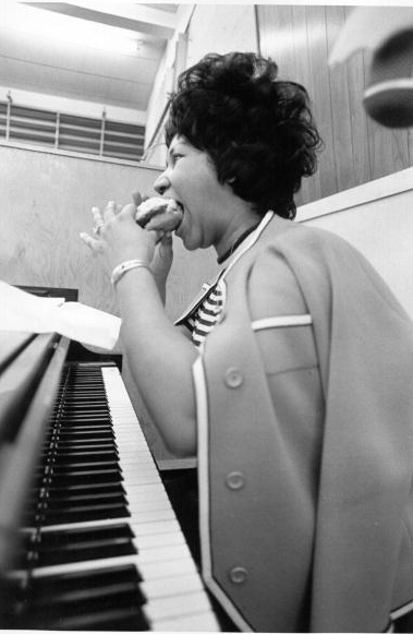 Watch Aretha Franklin Record The Weight In 1969 As Mavis Staples And The Band Play On  Flashbak