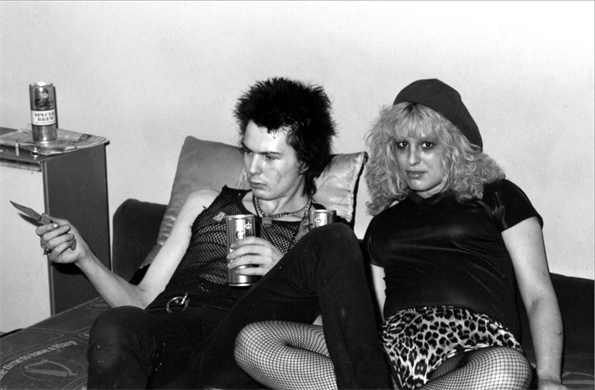 Rare Photos of Nancy And Sid Vicious At Johnny Rottens House In 1978