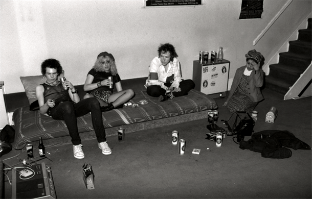 Rare Photos of Nancy And Sid Vicious At Johnny Rottens House In 1978  Flashbak