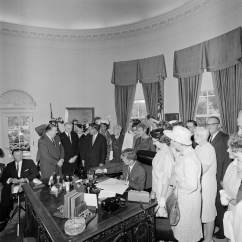 Jfk Rocking Chair Poppy High Cover Inside Jfk's White House (1961-1963): Identify The Forgotten Staff - Flashbak