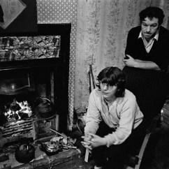 Round Kitchen Sink Apple Rugs For Powerful Photos Of Glasgow Slums 1969-72
