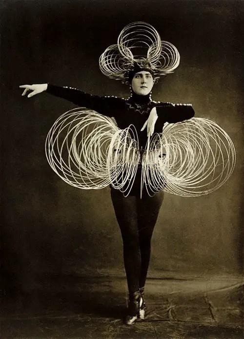 Weirdly Wonderful Costumes From Oskar Schlemmer S Das
