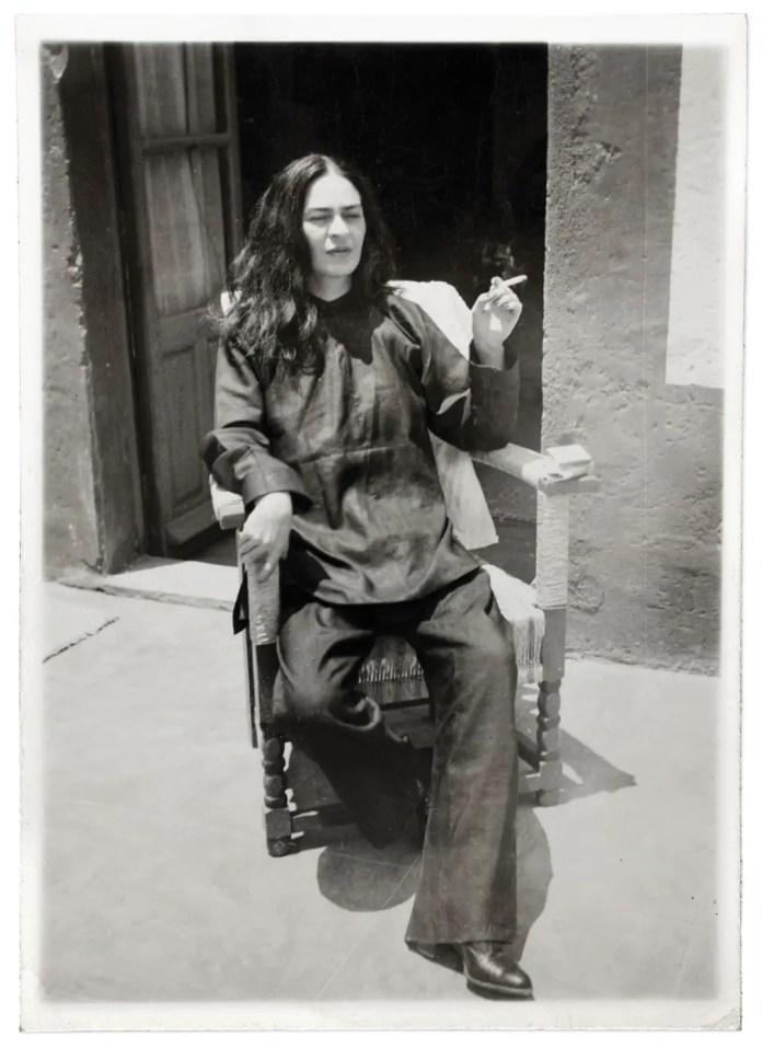 Фрида Кало после операции Антонио Кало, 1946.