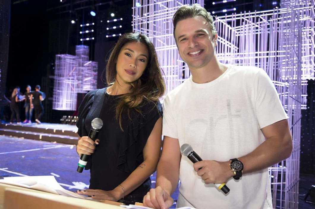 Os apresentadores Dani suzuki e Cassio Reis