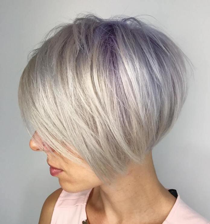 Bob argenté et violet pour cheveux courts et raides