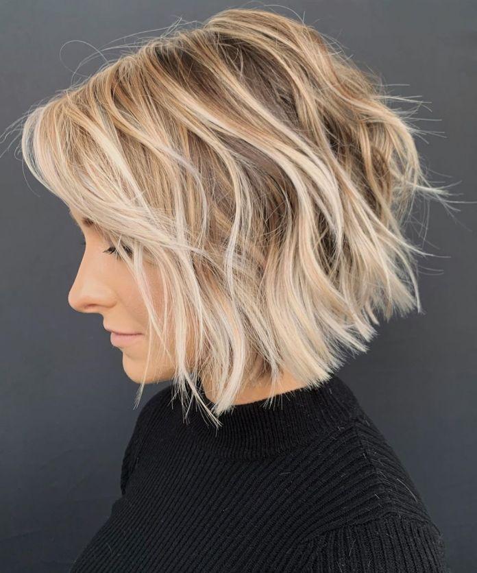 Coupe de cheveux courte texturée Bob