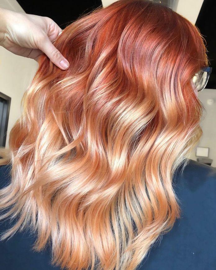 Tendance des cheveux blonds fraise en 2020
