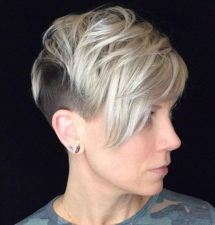 Longue coupe de lutin blonde