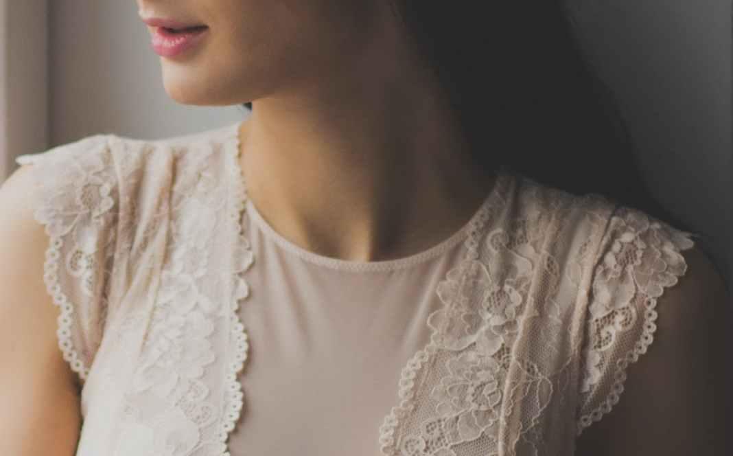 Longueur de cheveux, coupes et coiffures pour les femmes au cou court
