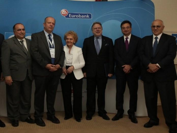 (από αριστερά) Κ. Λουφάκης, πρόεδρος ΣΕΒΕ,  Αλ. Καλαμπόκης, πρόεδρος ΣΕΚ, Χριστίνα Σακελλαρίδη, πρόεδρος ΠΣΕ, Γ. Κατρούγκαλος, Αναπληρωτής Υπουργός Εξωτερικών, Φ. Καραβίας, Διευθύνων Σύμβουλος Eurobank, Ν. Καραμούζης, πρόεδρος Δ.Σ. Eurobank