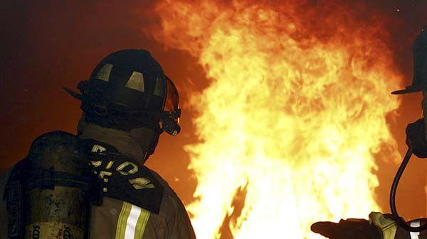 firefighters_fire_1-6c1e32c219760bb03760e2242c75c411