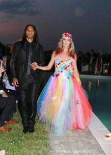 La 'Sposa Boreale', abito indossato dalla showgirl Mirella Limotta accompagnata dal modello italo-brasiliano Giuseppe Cantelmi