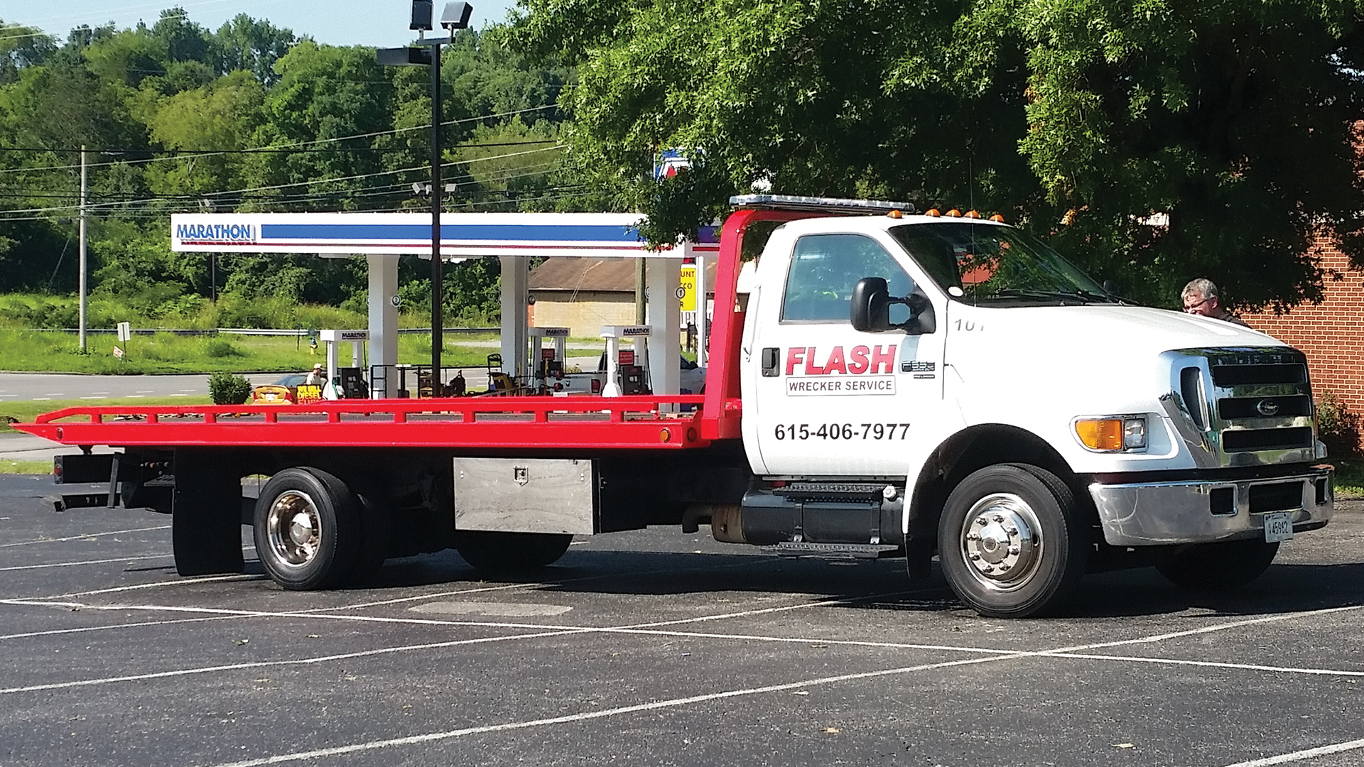 Flash Wrecker Service - Towing Service l Winch Outs l Garage Towing