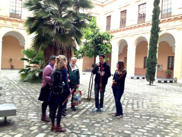 Bob Marvin visiting the Superior Conservatory of Music in Sevilla's recorder class