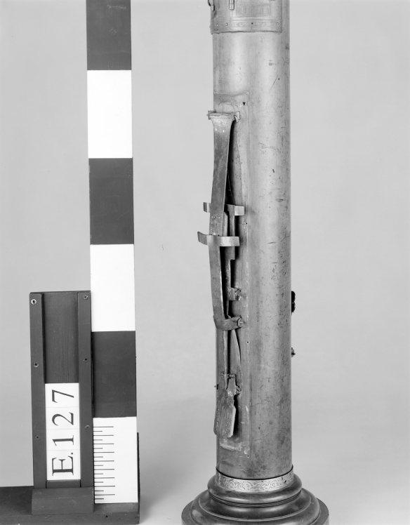 Figura 13: Detalle del mecanismo doble posterior para las notas re2 y do2, sin fontanela, © Museo de la Música de París