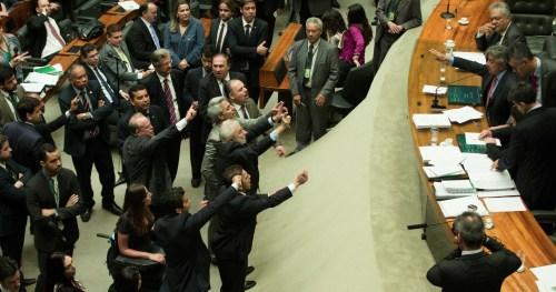 Brasília- DF 24-11-2016  Plenário da câmara durante discurssão do projeto que estabelece medidas contra a corrupção.  Deputados discutem com a mesa, presidida pelo deputado, Beto Mansur. Deputados querem votação nominal.   Foto Lula Marques/AGPT