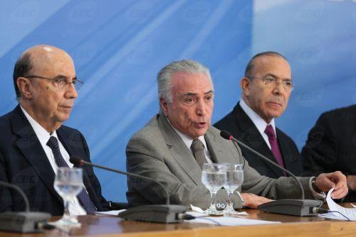 Brasília - O ministro Henrique Meirelles, o presidente Michel Temer e o ministro Eliseu Padilha anunciam medidas para estimular criação de empregos (Antonio Cruz/Agência Brasil )