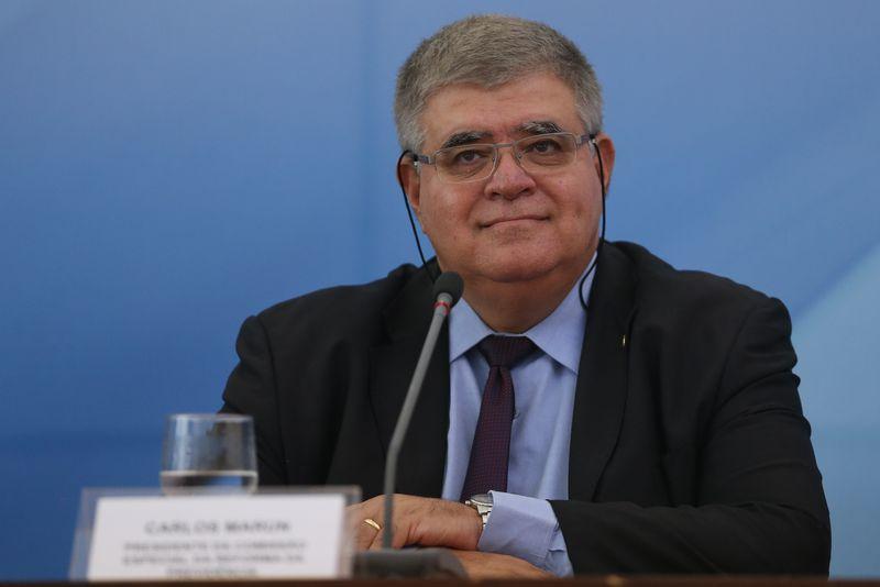 GOVERNO RESISTE A FECHAR FRONTEIRA