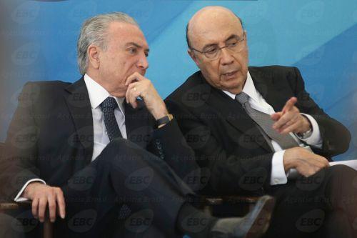 Brasília - O presidente Temer e o ministro da Fazenda, Henrique Meirelles participam do lançamento do Programa BNDES Giro, que visa simplificar pela internet, a concessão de crédito (Antonio Cruz/Agência Brasil)