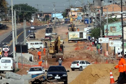 Porto Alegre, RS, 23/08/2012 Obras de duplicação da Av. Tronco Foto: Ricardo Giusti/PMPA