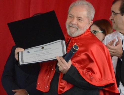 lula-recebe-titulo-de-doutor-honoris-causa-na-universidade-federal-de-sergipe-1503333785622_615x470