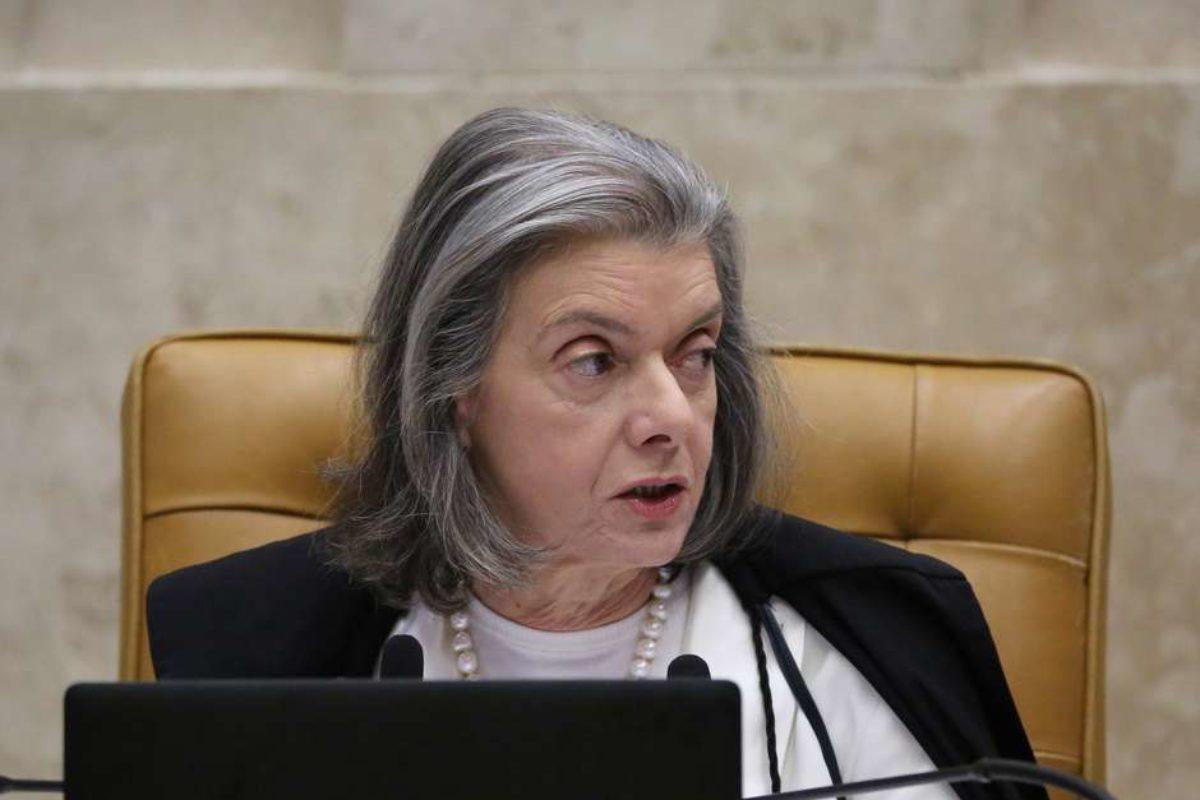 DECRETO OBRIGA EMPRESAS A CONTRATAREM EX-PRESIDIÁRIOS