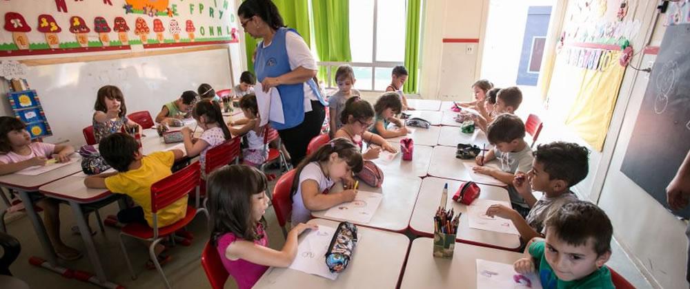CANOAS COMEMORA VITÓRIAS NA EDUCAÇÃO