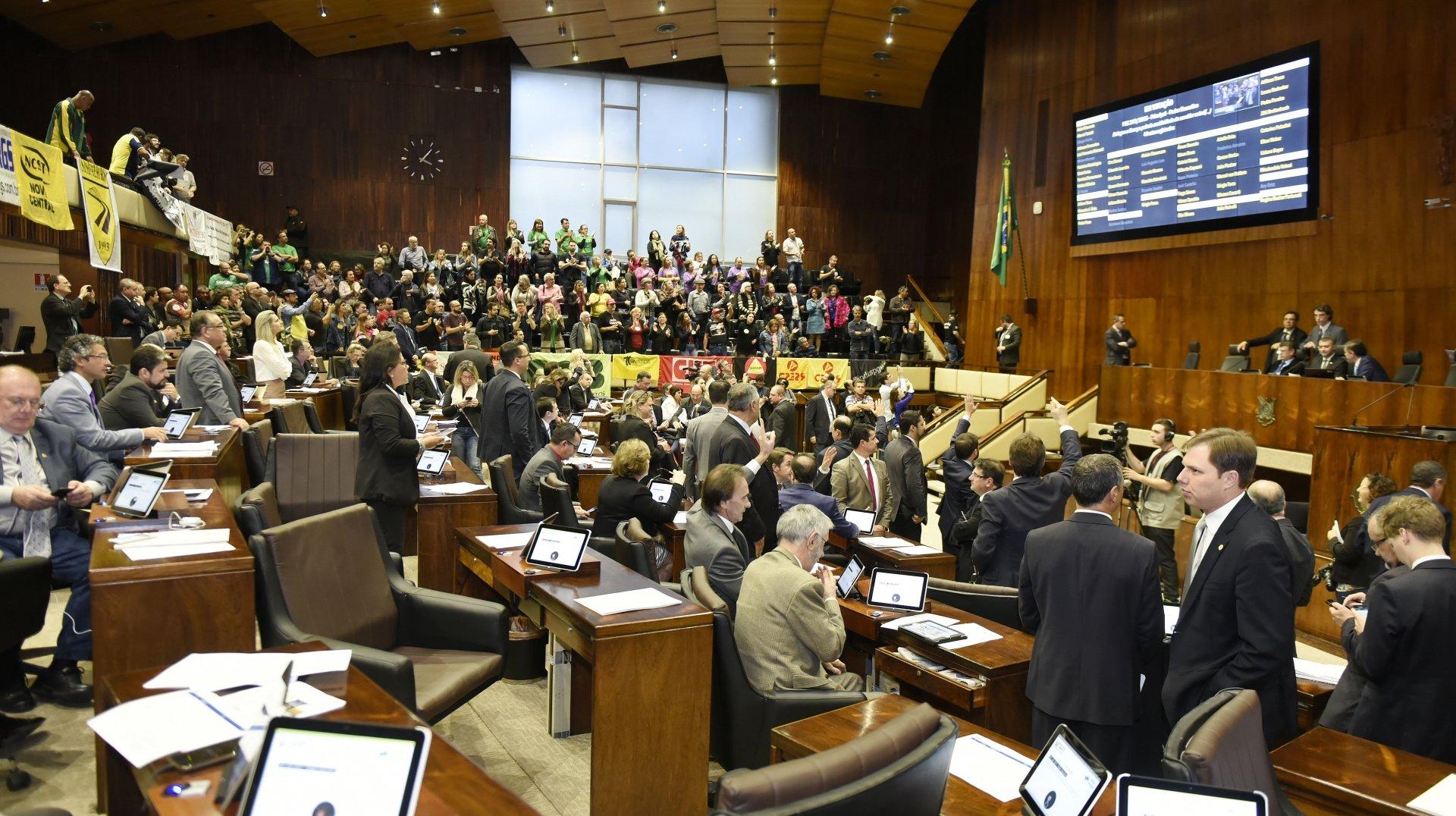 FUTURO GOVERNADOR AINDA NÃO TEM MAIORIA NA ASSEMBLÉIA