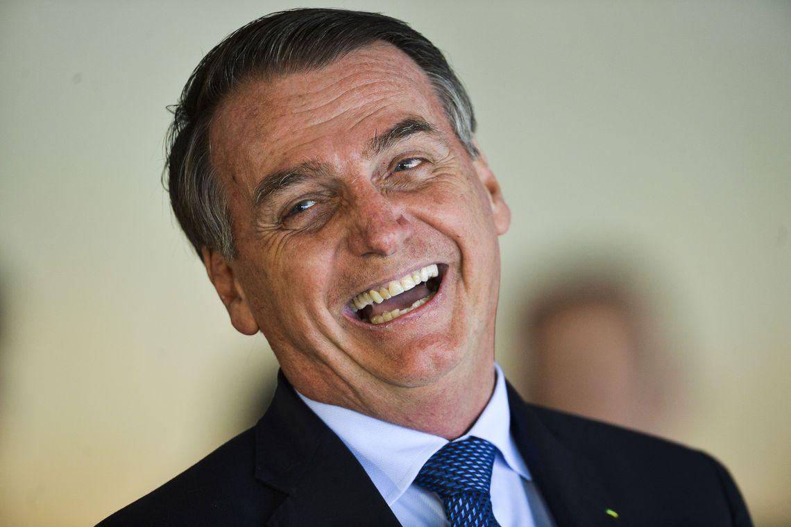 """BOLSONARO SOBRE PESQUISA DO DATAFOLHA: """"VOCÊS ACREDITAM EM PAPAI NOEL?"""""""