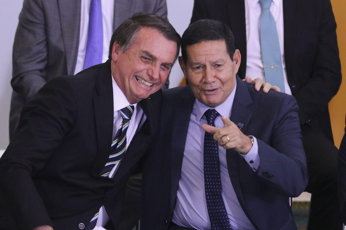 """JAIR BOLSONARO: QUE FIQUE BEM CLARO: """"A AMAZÔNIA PERTENCE AO BRASIL""""."""