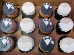bride&groom_cupcakes