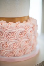 two tiered wedding cake rosette 1 - Photography by Tracie