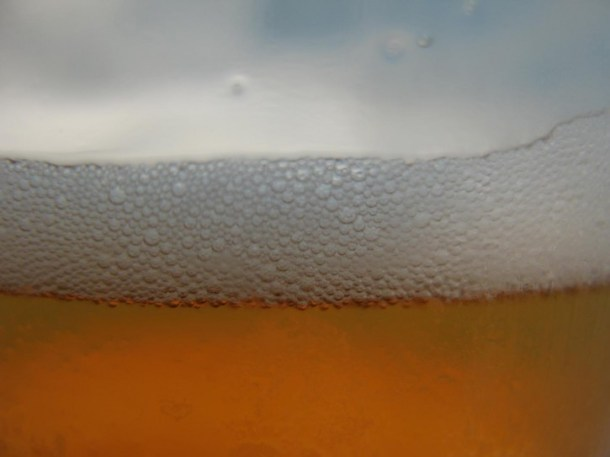 beer-in-glass-close-up_w725_h544