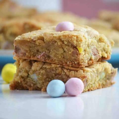 Recipe for Cadbury Mini Egg Blondie Bars