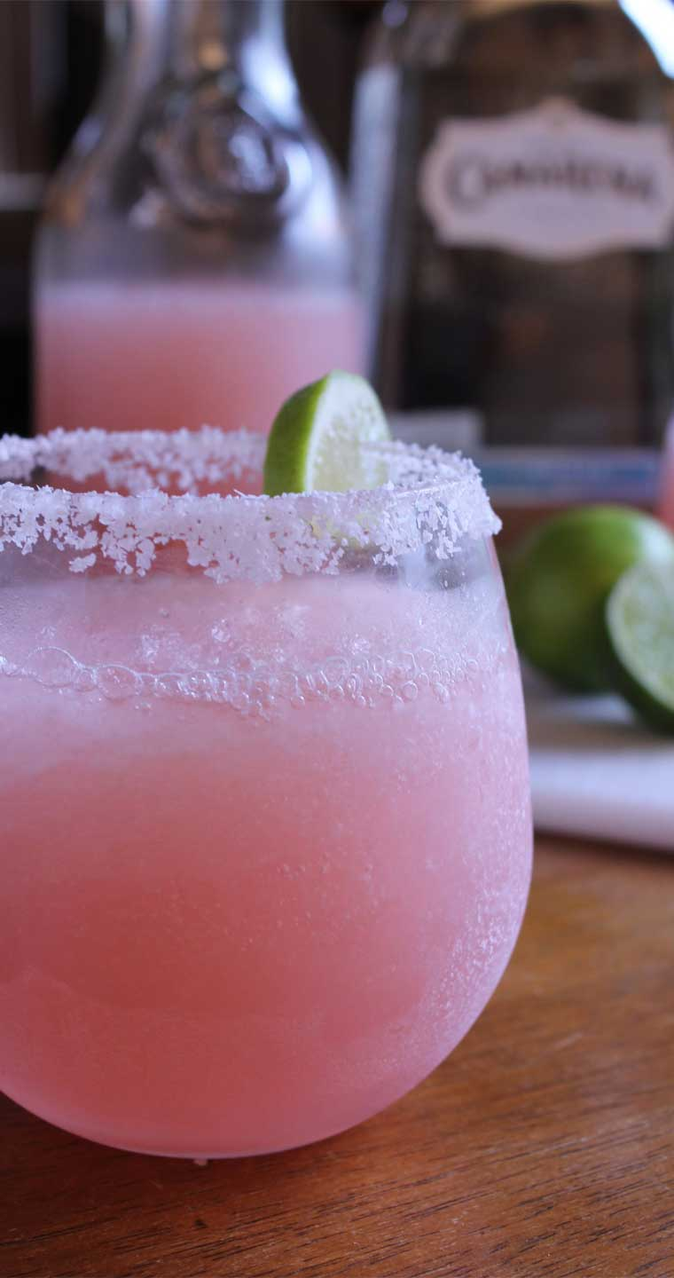 These Pink Grapefruit Margaritas will certainly liven up your weekend, both refreshing and delicious. They are super simple to make, and are sure to be a hit at your next party. #grapefruit #margarita #drinks