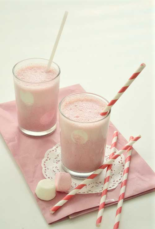 Recipe for Watermelon Milkshake - On my recent trip to Thailand, I fell in love with a watermelon milkshake. Inside that cold, frosty glass was nothing but juicy watermelon blended with ice and milk, but it was incredible. Frothy, sweet and irresistibly pink.