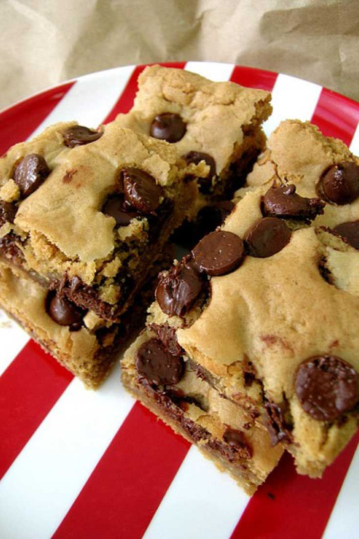 Oh, how delicious these Peanut Butter Chocolate Chip Blondies are! And I was pleasantly surprised to discover that they tasted nice with coffee. They are so quick to make and you'll be rewarded with the delicious taste of gooey peanut butter and gooey chocolate in no time. #chocolate #peanutbutter #dessert #blondies