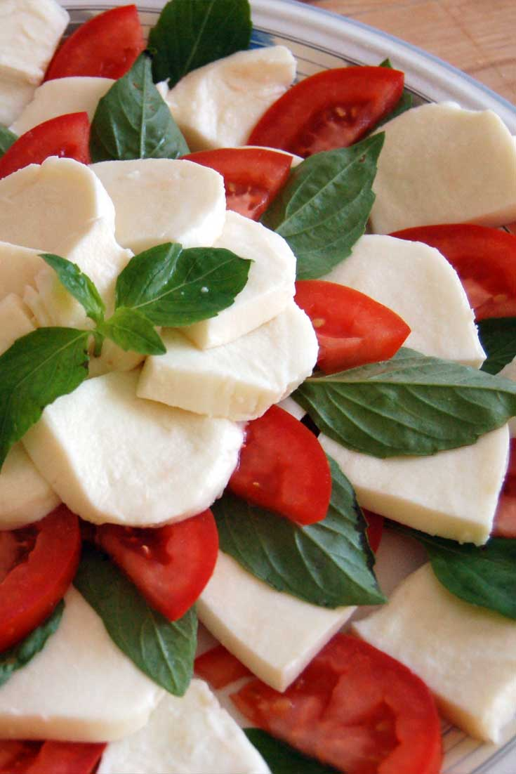 I love the classic combination of tomatoes, mozzarella, and basil in this Olive Garden Tomato and Mozzarella Caprese. The flavors are as bright as a summer day. #mozzarella #tomto #basil #salad #appetizer