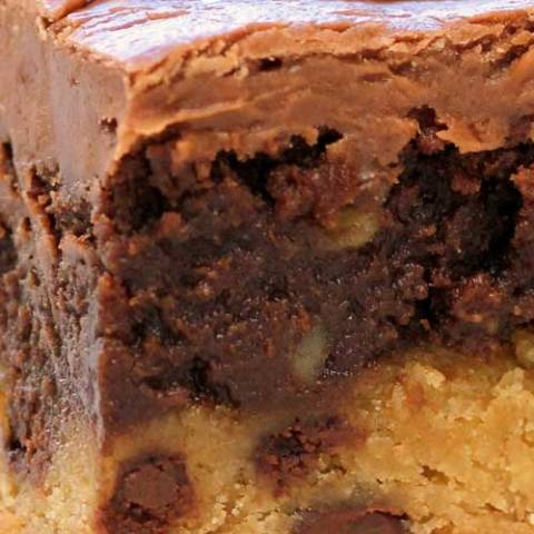 Recipe for Frosted Cookie Brownies - Oh my gosh!! Really? Chocolate chip cookie, brownie, and chocolate frosting!! This recipe had my mouth watering just looking at the picture!