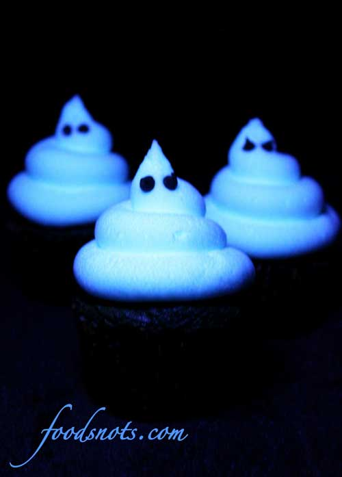 Recipe for Ghoulishly Glowing Cupcakes - These cupcakes are so cute, and perfect for Halloween. But if you get them under a blacklight...THEY GLOW! How cool is that?!