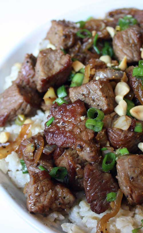 If you want an easy Asian dish that packs a punch...look no further than this Asian-Style Garlic Beef recipe! #asianrecipe #beefrecipe #simplerecipe