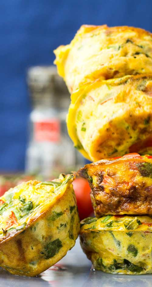 These Low Carb Breakfast Egg Muffins taste like an omelette, look like a muffin and are packed full of protein and delicious veggies. The perfect breakfast! #breakfast #eggs #lowcarb